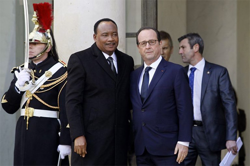 Issou Hollande Paris 01